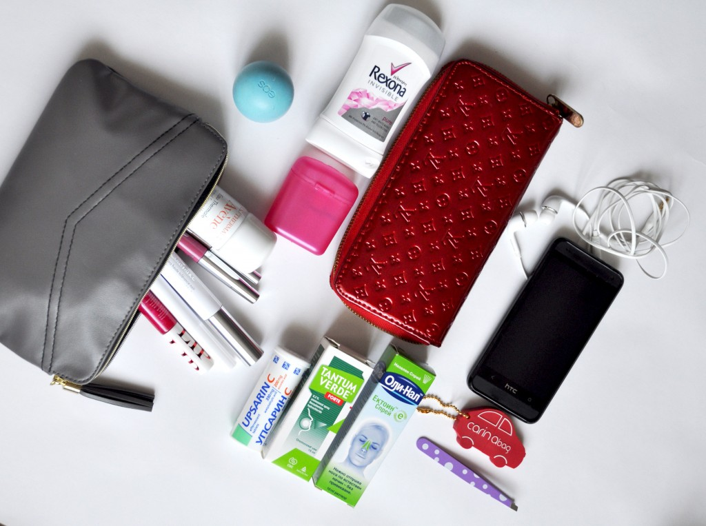 whats-in-my-purse2